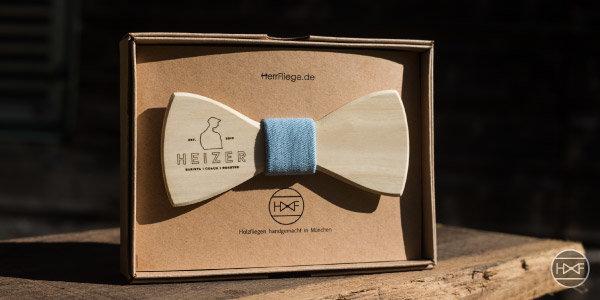 Holzfliege mit deinem Logo